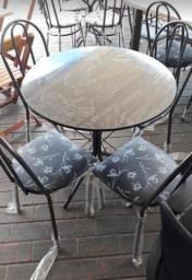 Mesa redonda 4 cadeiras , Nova