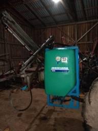Grade Baldan 32 e pulverizador Montana 600 litros