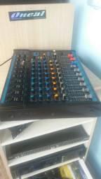 Vende-se uma mesa de som
