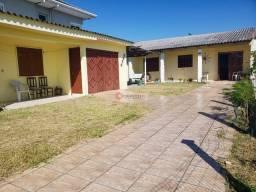 Casa com 4 dormitórios em região de moradia
