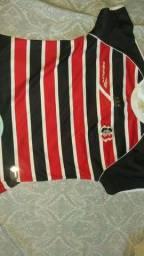 Camisas oficiais masculina e feminina do Santa Cruz