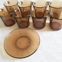 8 xicaras e  1 Pires de Vidro ,para Cafézinho ou Chá , ACEITO TROCAS