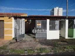 Casa com 3 dormitórios para alugar, 70 m² por R$ 1.000,00/mês - Santa Mônica - Uberlândia/