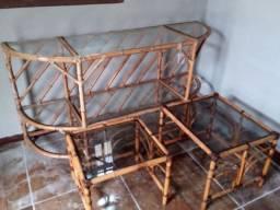 Aparador e mesinhas de bambu