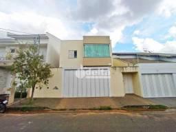 Apartamento com 3 dormitórios para alugar, 70 m² por R$ 1.300,00/mês - Alto Umuarama - Ube