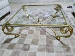 Mesa de ferro dourada