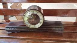 Relógio de estante antigo