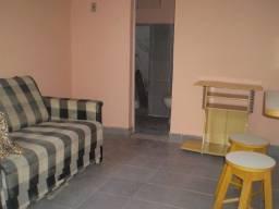Quarto com banheiro entre Vila da Penha e Vista Alegre/RJ.