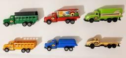 Título do anúncio: 6 Miniaturas decaminhões esc- 1:87 plástico, Marca *PEVI*