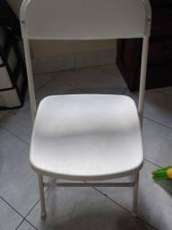 Cadeira de plástico e aluminio