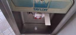 Máquina de sorvete Taylor 151 só 1 bico.