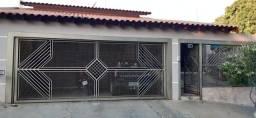 Título do anúncio: Casa com 3 dormitórios à venda, 252 m² por R$ 380.000,00 - Centro - Regente Feijó/SP