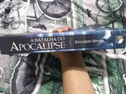 Vende-se livro semi novo/ entrega em Maringá e região, com tx de entrega à combinar.