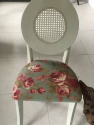 4 Cadeiras laqueadas em perfeito estado