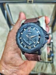Relógio Naviforce em couro