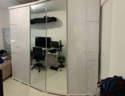 Lindo guarda roupas branco com espelho 6 portas