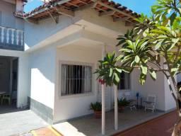 Casa com 03 quartos amplos, garagem coberta, amplo quintal, 200 metros da lagoa