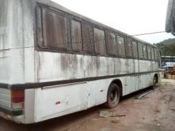 Ônibus e caminhões