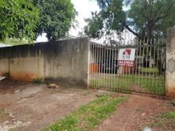 Casa na Vila Maracanã/ Centro - Prox. Av Parana c/ 02 quartos