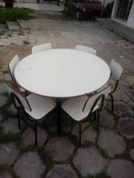 Mesa com 6 cadeiras infantil