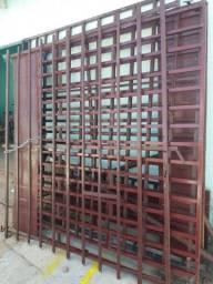 Vendo 3 grades de ferro para porta de aço de comercio