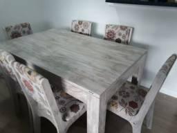 Mesa com seis cadeiras entrego