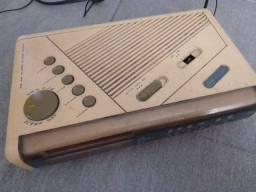 Rádio relógio despertador,am e FM, vintage anos 80 funcionando. Antiguidade, desapegando.
