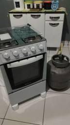 Vendo fogão e bujao de gás 600 reais...novo