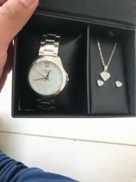 Relógio + colar + brincos