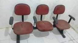 Cadeira Longarina com 3 lugares.