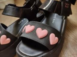 Título do anúncio: Melissa Lazy Oaf 35 - sandália