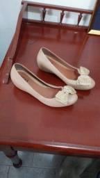 Sapato com salto e laço bege nº36