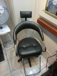 Cadeira Hidráulica de Cabelereiro Seminova