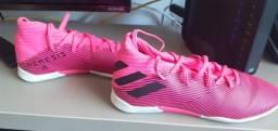Chuteira juvenil Adidas e luva goleiro