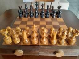 Tabuleiro de Xadrez com Gaveta - Madeira Maciça - R$500,00 - 027- *