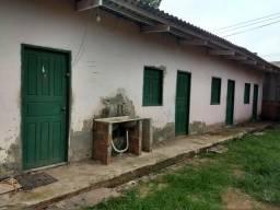 Casa com 5 apartamentos e um ponto na frente no bairro Santa ines