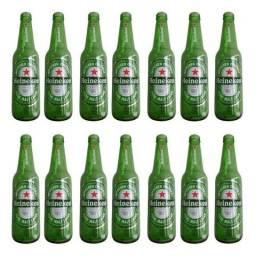 Garrafas de Heineken vazias.