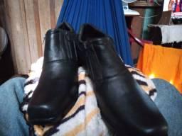 Vede _ se Um Sapato social preto