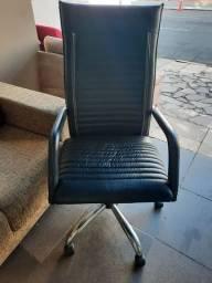 Cadeira estilo presidente