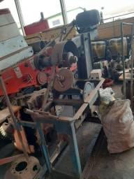 Máquina de recortar e afiar discos de grade