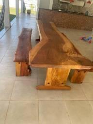 Vendo mesa rustica de madeira maciça