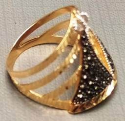 Maravilhoso anel em ouro 18 K