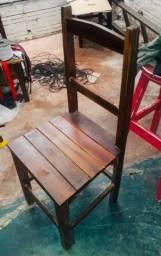 Título do anúncio: Cadeira em madeira