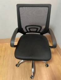 Título do anúncio: Cadeira presidente seminova pes cromados job encosto ventilado tela neopreme naval