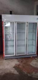 Geladeira expositora três portas 220v