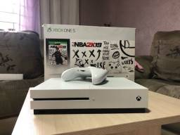 Título do anúncio: Xbox One S 1TB - COMPLETO