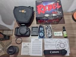 Câmera Canon EOS Rebel T5i e tripé