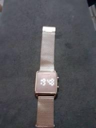 Título do anúncio: Relógio femenino original marca LINGE .