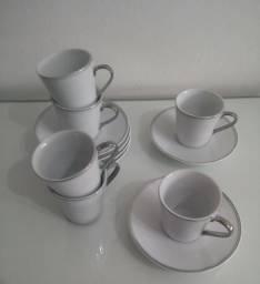 Conjunto de xícaras de cafezinho com pires
