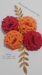 Flores de papel para topo de bolo